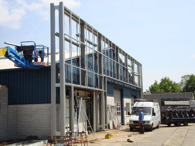 Nieuw- en verbouw bedrijfshal met kantoor